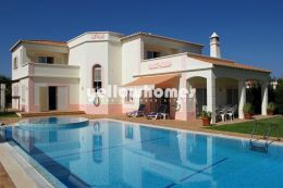 Detached 4-bed villa at a well known Golf Resort near...