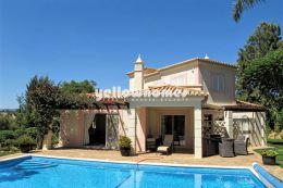 Attraktive 3 SZ Villa mit privatem Pool zum Kauf an...