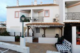 Gepflegtes Stadthaus mit 2 Schlafzimmern im Algarve...