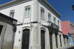 Historical building in Loule town centre perfect property...