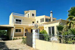 Charming 3-bed villa between Boliqueime and Vilamoura...