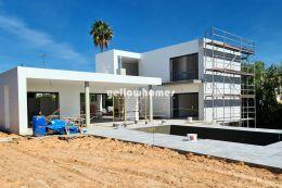 Fabelhafte Neubau Villa mit 3 Schlafzimmern und Pool nahe Loulé