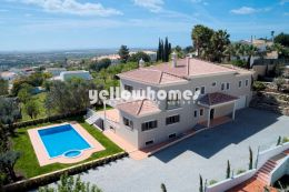 Spacious 4-bed Villa near Boliqueime
