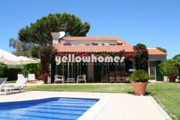 Moderne 4 Schlafzimmer Villa mit Pool in Vale do Lobo