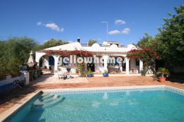 Single storey 3 bedroom villa and pool near Vilamoura