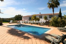 Large traditional quinta with tennis court near Loule