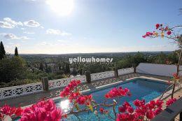 Grosse Villa in Toplage mit Pool, Gästehaus, Tennisplatz...