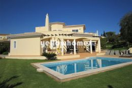 Elegant 3-bed villa on a prestigious resort near Carvoeiro