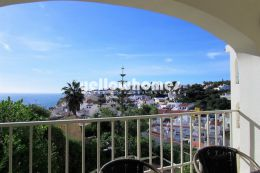Elegant 2 bedroom with fantastic sea views close...