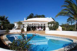 Charmante Villa mit Pool und Dachterrasse nahe...