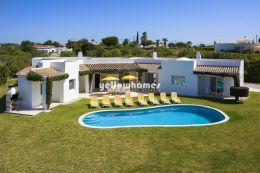 Spacious 4-bed villa with fantastic sea-views in...