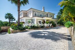 Stylish Villa with beatiful mature gardens