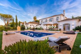 Luxurious 4-bed villa adjoining the golf course...