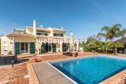 Impeccably presented 3 bed villa in Boliqueime...