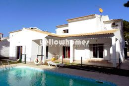 4 bed villa near Albufeira only 5 walking minutes from...