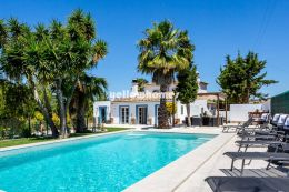Beautiful country style villa with large pool close...