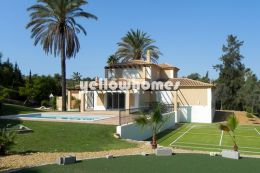 Modern 3 bedroom villa in best frontline location...