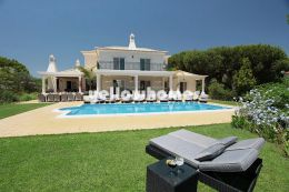 Stunning 4-bedroom villa on the outskirts of Vale...