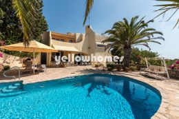 Beautiful Moorish 4 bedroom villa with sea views...