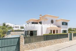 Modern light drenched 4-bed villa within walking...