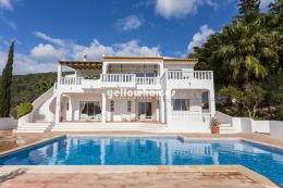 Well maintained 5-bed villa with pool near Sta. Barbara...