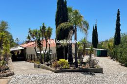 Detached and bright country style villa with sea...