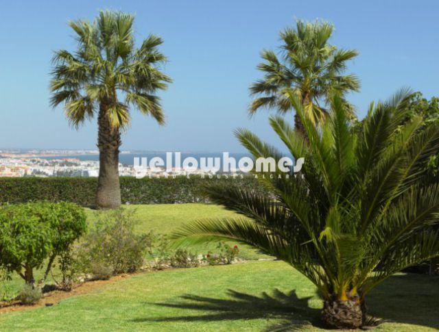 9 SZ Immobilie nahe Albufeira zu verkaufen mit Pool und einmaligen Meerblick