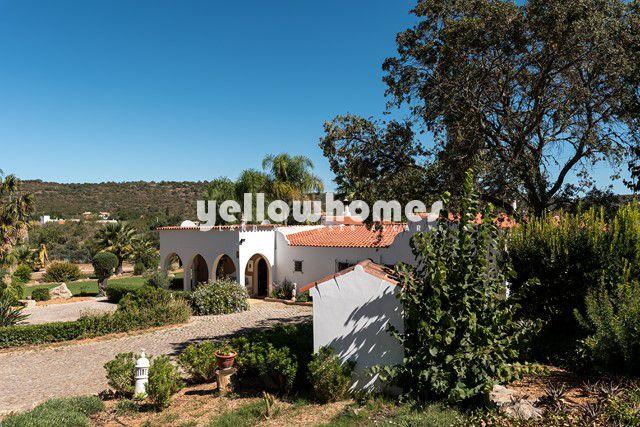 Geschmackvoll renovierte Quinta mit Pool und Bergblick nahe Loule