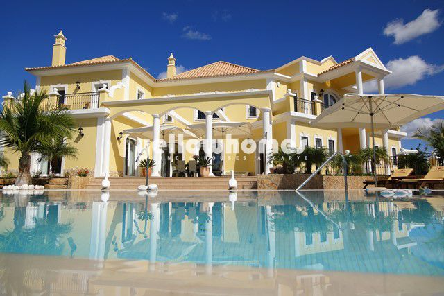 Prächtige 4 / 5 SZ Villa zu verkaufen mit Pool und fantastische Meerblick nahe Vilamoura