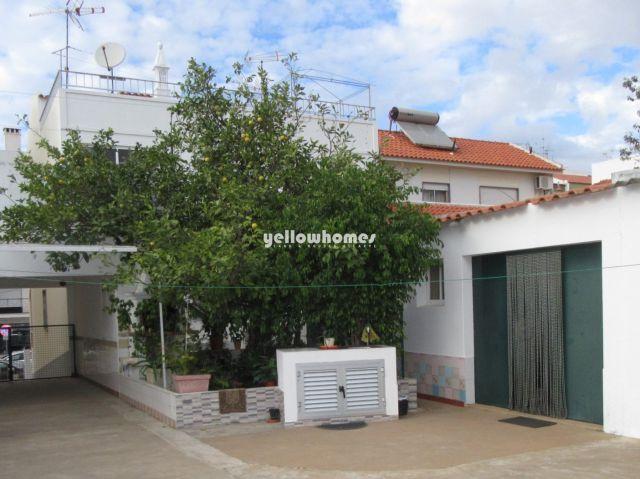 3 SZ Wohnung mit zwei Garagen und grossem Garten im Zentrum von Tavira