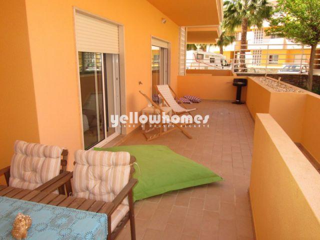 Komplett eingerichtete Wohnung mit großer Terrasse und Gemeinschaftspool in Cabanas de Tavira
