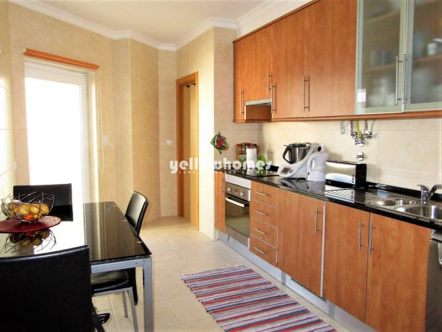 Küche von 2 SZ Wohnung mit privater Dachterrasse in Wohngebiet in Tavira