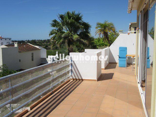 Obergeschosswohnung in Santa Luzia mit großer Terrasse und herrlichem Meerblick