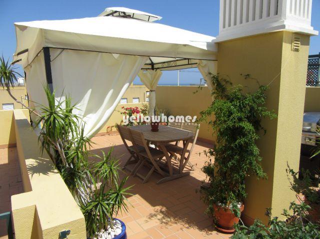 Hochwertige 3 SZ Wohnung in Tavira mit privater Dachterrasse in grüner Wohngegend