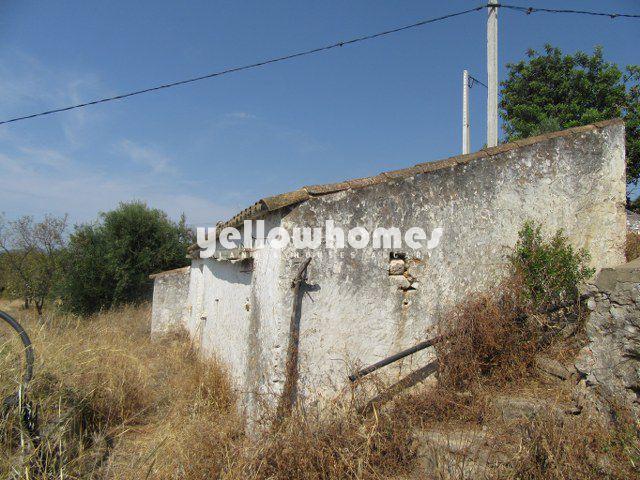 Ruine in Santo Estevao auf großem Grundstück in Südlage mit Landschafts- und Meerblick