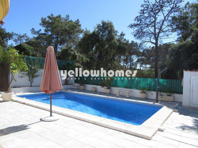Hervorragende Villa mit Garage und Pool nahe Strand und Praia Verde