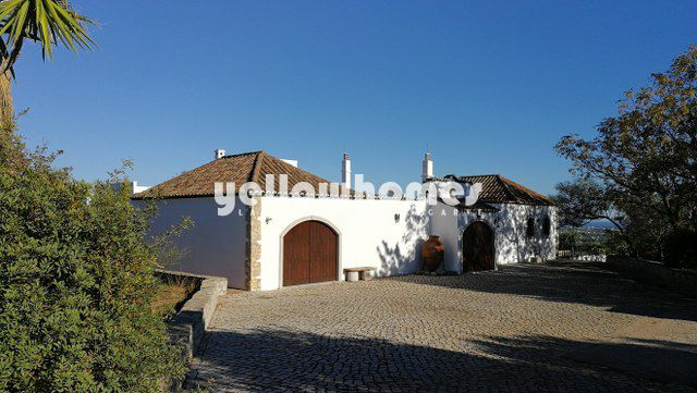 Exklusives Anwesen in Moncarapacho mit 180 Grad Küsten- und Meerblick