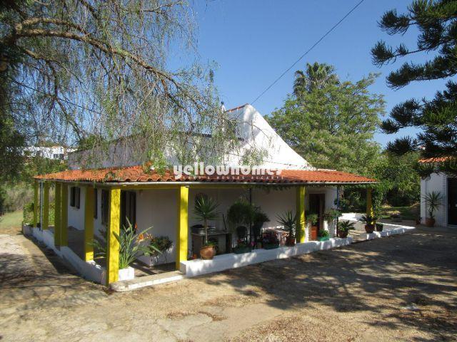 Villa im Quinta-Stil mit Garage & Garten auf schönem Grundstück nahe Moncarapacho