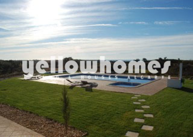 Wunderbaren Blick auf den Großem beheizten Swimmingpool