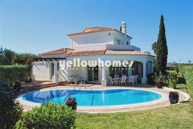 Villa mit Pool und herrlichem Blick auf den Golfplatz nahe Carvoeiro