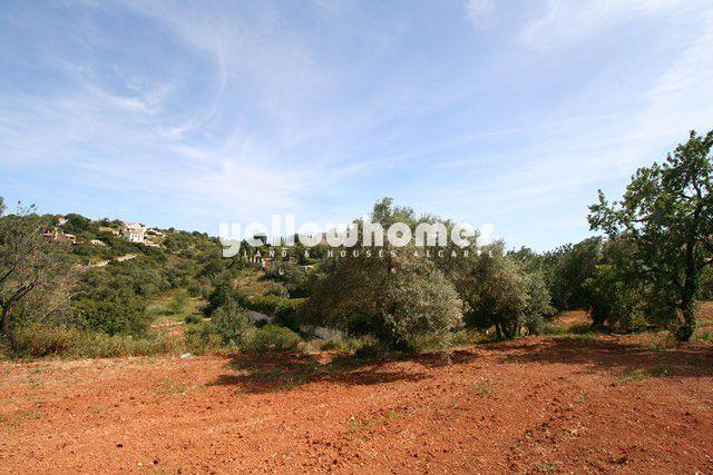 Grundstück mit Möglichkeit für den Bau von ein oder zwei Villen nahe Almancil