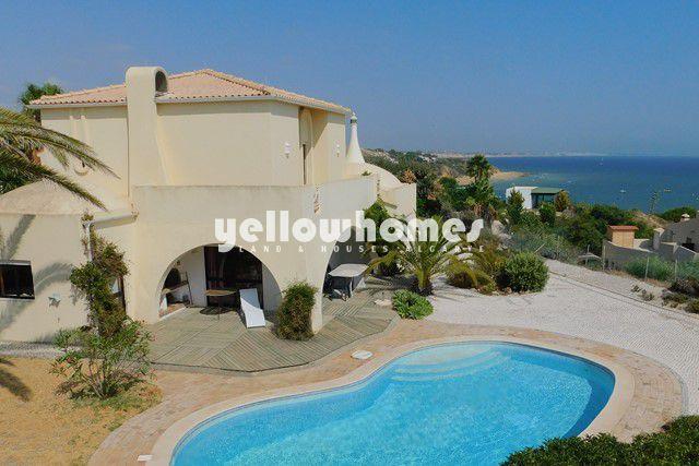 Villa mit Pool und traumhaften Ausblick auf den Atlantik in Albufeira