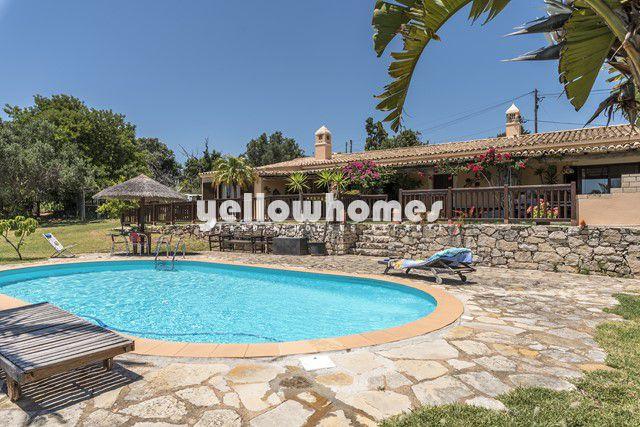 Villa im Bungalowstil mit Pool nahe Loule
