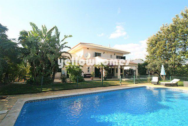 Villa mit Pool und Garage nahe Vilamoura