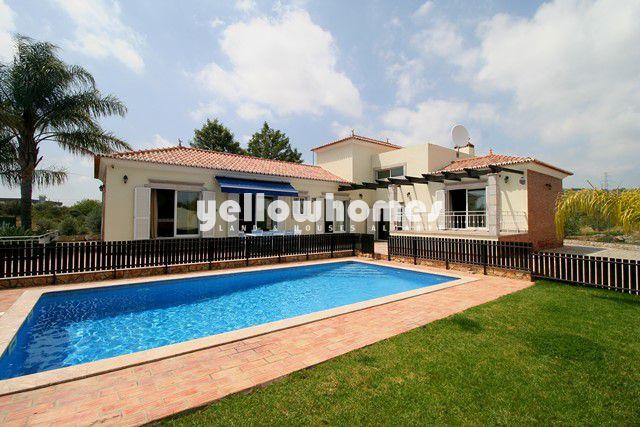 Freistehende Ferienvilla mit Pool und Doppelgarage nahe Sao Bras de Alportel