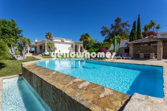 3 SZ Villa zu verkaufen nahe Vilamoura mit grossen Salzwasserueberlaufpool