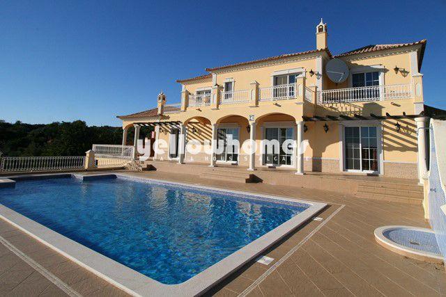 Landhausvilla mit Pool und Meerblick nahe Loule