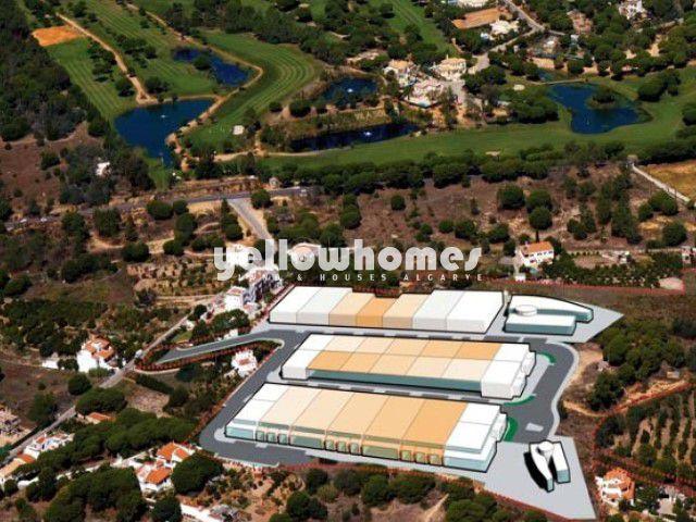 Grundstück für kommerzielle Zwecke nahe Quarteira und Vilamoura