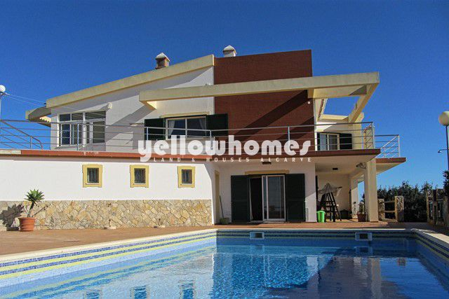 4 SZ Villa mit Pool und Meerblick in ruhiger Lage nahe Sao Bras de Alportel