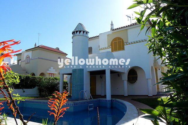4 SZ Villa mit Pool zu verkaufen in ruhigen Wohngegend inmitten von Vilamoura